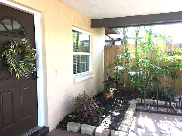 Adorable, Comfortable, 3/2 House in Sarasota, FL