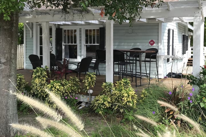 Charming downtown Dunedin home w/ fun front deck!