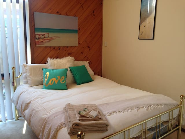 A Home Away From Home (2) - Templestowe - Bed & Breakfast