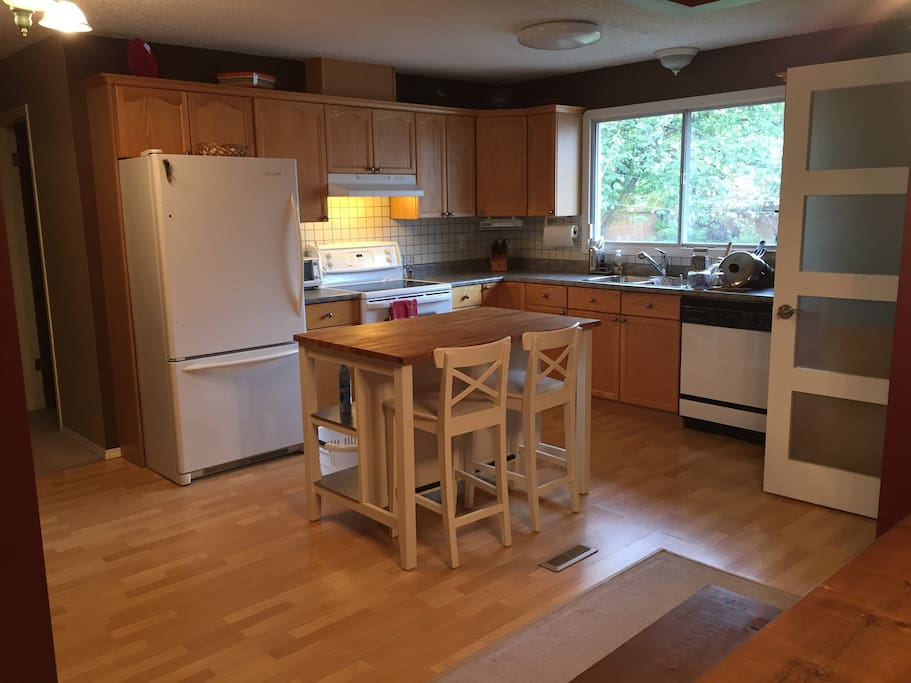 Open Kitchen with eat-in island