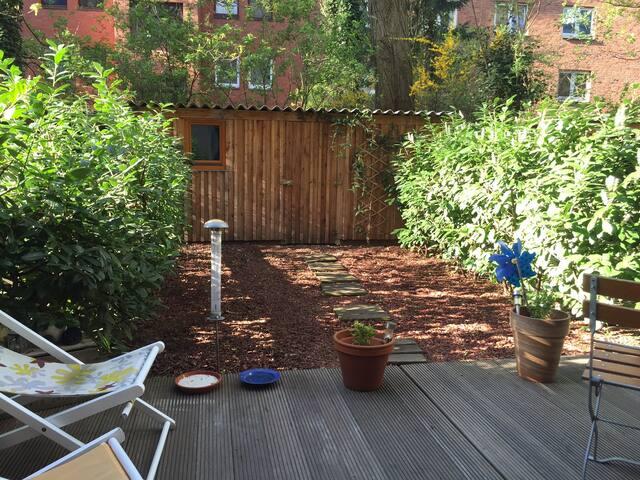 Schönes Zimmer in Wohnung mit Garten in Eimsbüttel