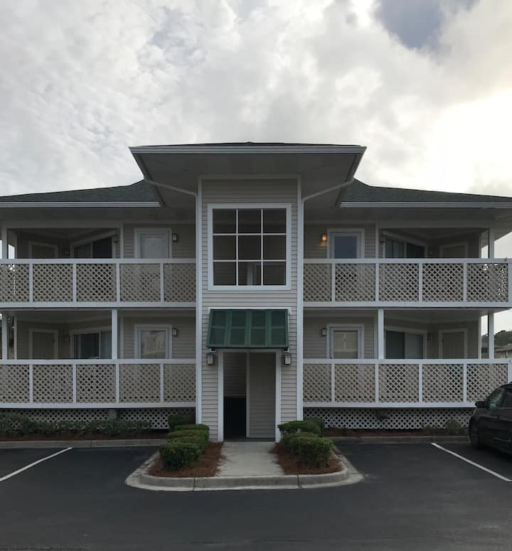 CG/NMB- Peaceful lake view condo across from ocean