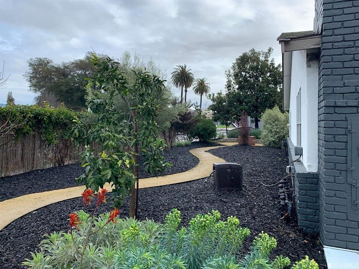 4BR with lots of land, steps from SF!