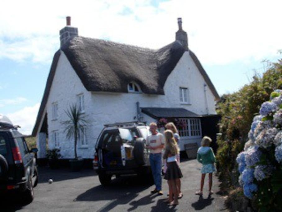 Esther's Field is a 17th century Cornish farmhouse with thatched roof.
