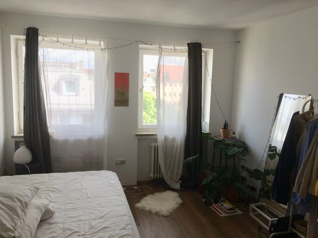 Sublet 15.08 - 30.09 - Room in Central Munich