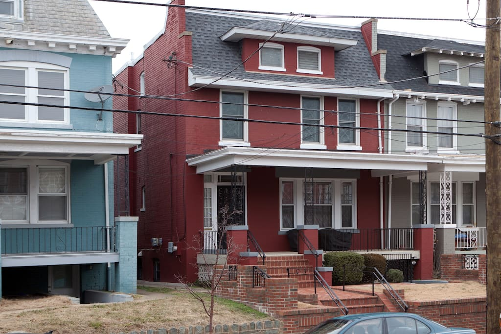 DC Federal-style rowhouse.
