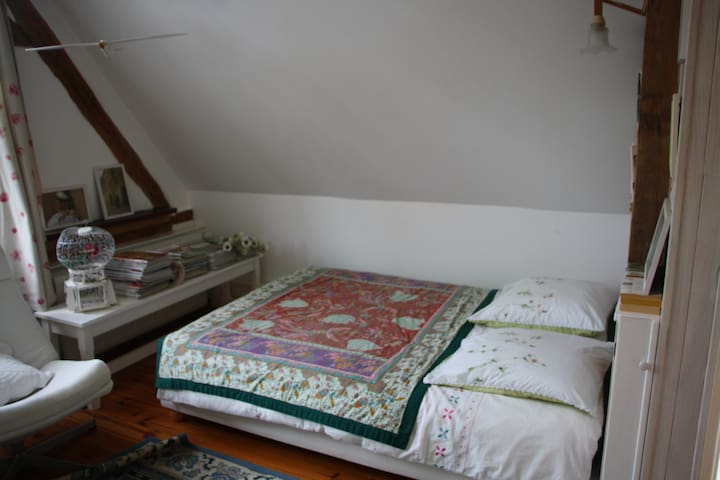 Chambre indépendante chez l'habitant - Bellou - Apartamento
