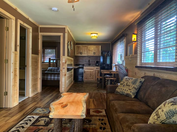 Cozy Adirondack Cabin with Great Amenities, 6