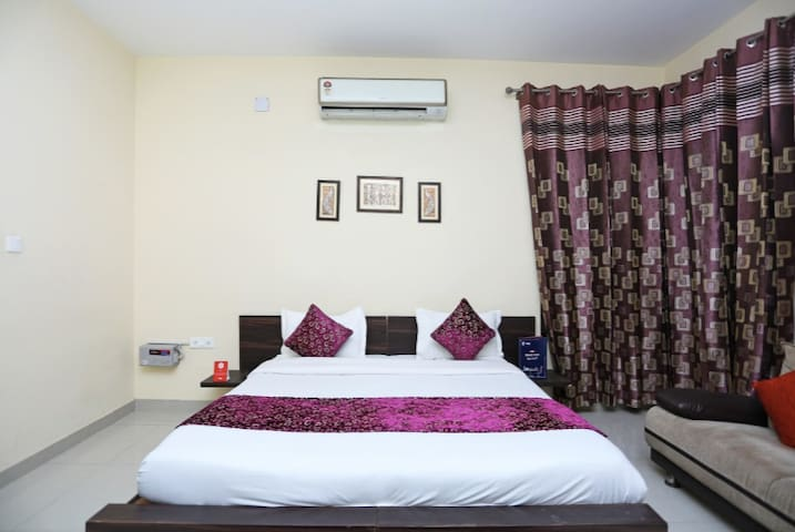 Aptly located comfy hotel room in IMT Manesar