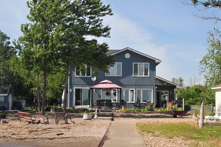 5 Bdr Sandy Blue Shores Lakefront Getaway