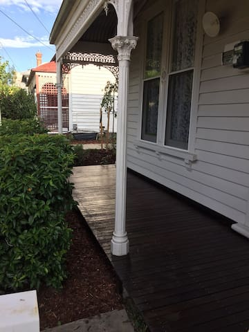 Newly renovated central getaway. - Ballarat - House