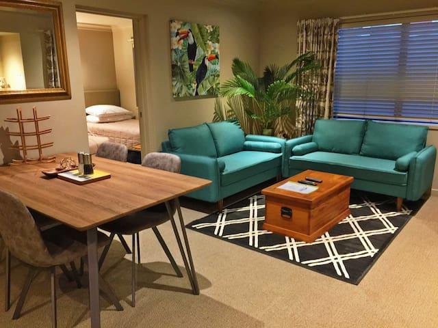 Rotorua市中心--雅致临湖度假公寓 (Elegant 2 Bedroom Townhouse)