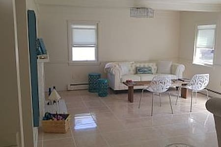 The LightHouse Suite, walk to beach, Pets okay! - Haus