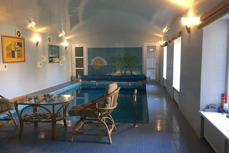 Уютный дом в уютном поселке в Москве