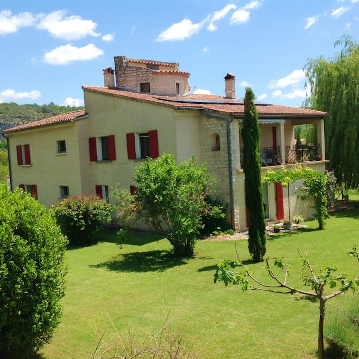 Apartment with 4 bedrooms in Quinson, with shared pool, furnished garden and WiFi