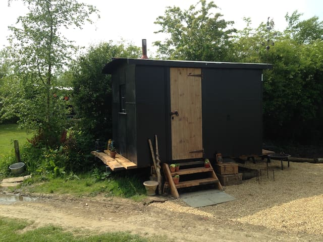 Shepherds Hut w/burner near to sea - Whitchurch Canonicorum
