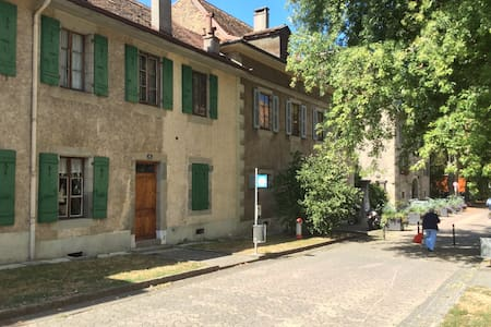 Lovely Room in a -Unique Place-Geneva*Old Carouge* - Carouge