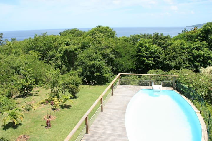 Villa familiale avec piscine, un cadre verdoyant - Bouillante - Hus