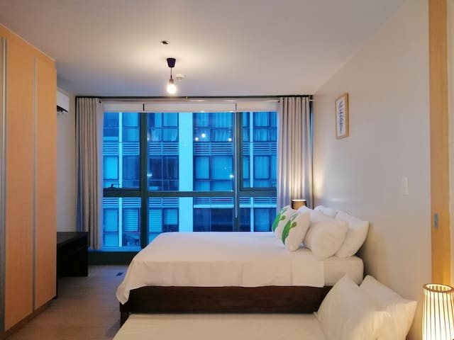 29th floor #29O, 1BR BGC, 6pax, Pool+WiFi+Netflix