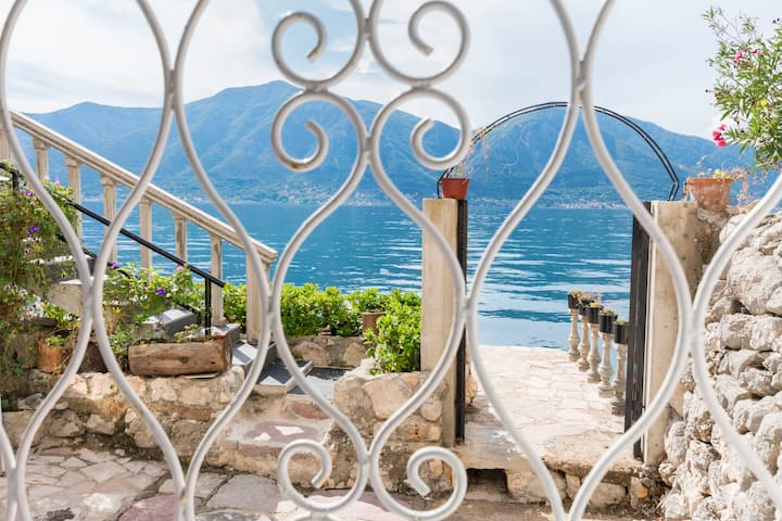 La casa di pietra Studio, sulla spiaggia, a Kotor