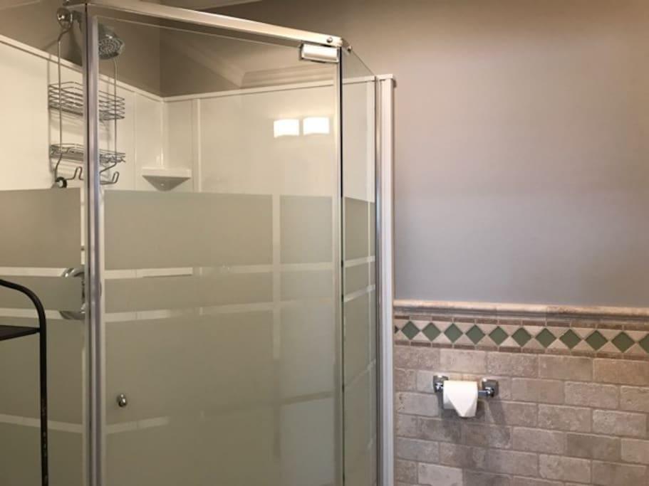 Shower w/ exhaust fan
