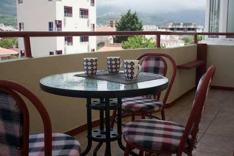 Квартира с видом на горы, в 400 м. от моря.