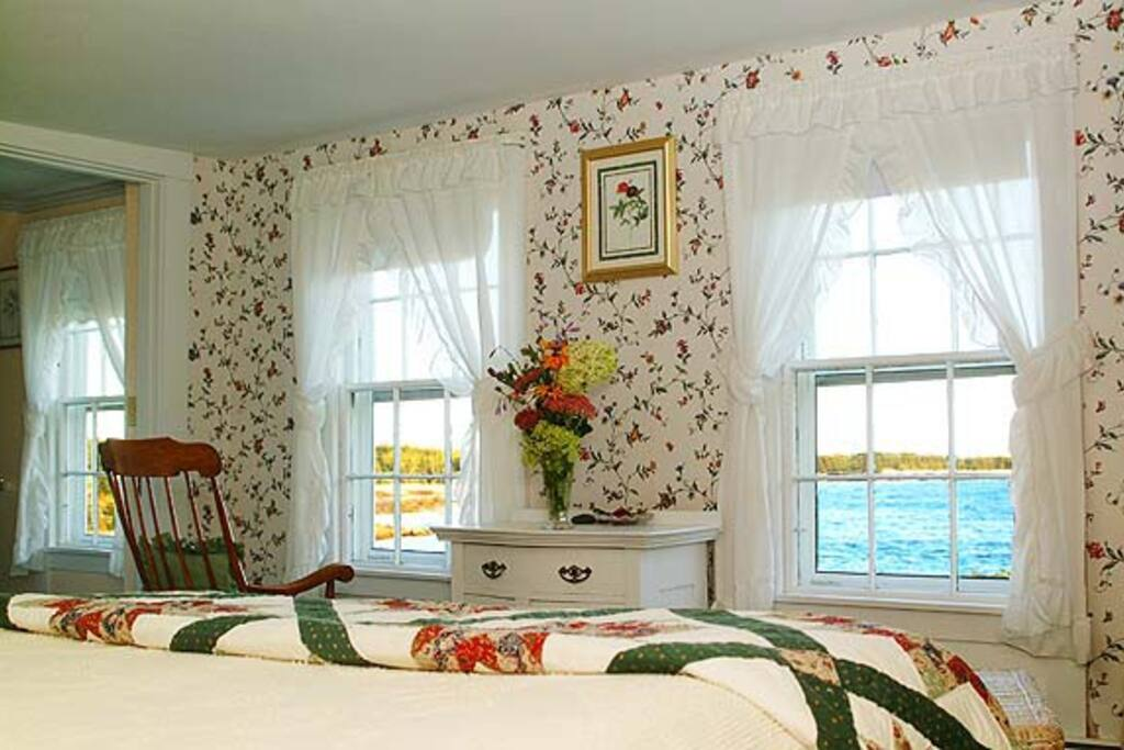 Room S3  in our 1820's farmhouse offers a queen sized bed and private bathroom (with shower) and a magnificent view over the ocean, beach and crashing surf.