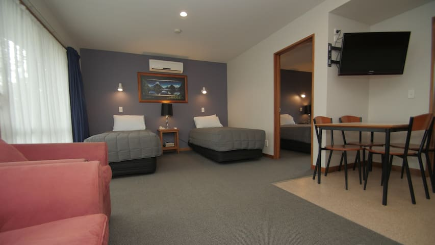 Spacious Family Room with Kitchenette & WIFI @ Comfort Inn Riccarton