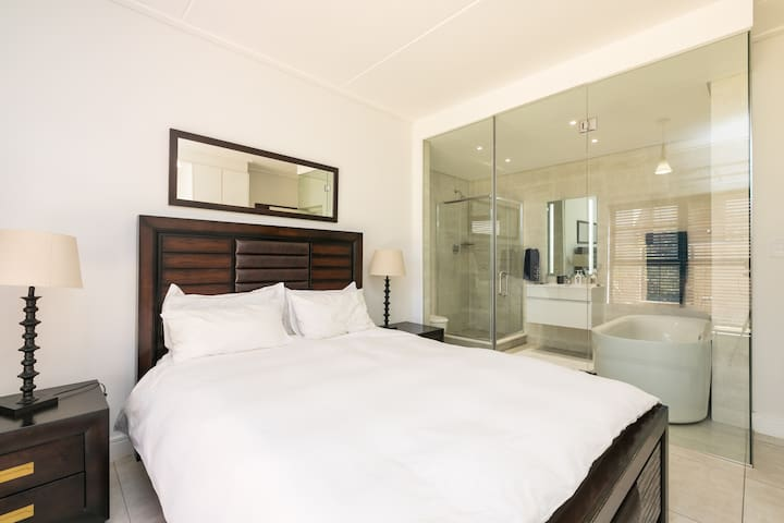 Super Luxury Apartment at The Polofields