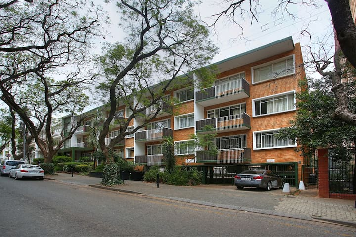 MACEDON Apartment NEXT DOOR ROSEBANK MALL - Joanesburgo - Apartamento
