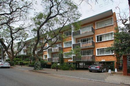 MACEDON Apartment NEXT DOOR ROSEBANK MALL - Johannesburg - Apartmen