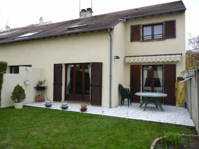 Jolie maison proche Paris et Disney - Neuilly-Plaisance - บ้าน