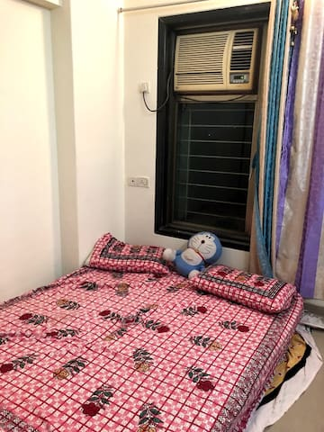 Female Guest for fully furnished flat near BKC