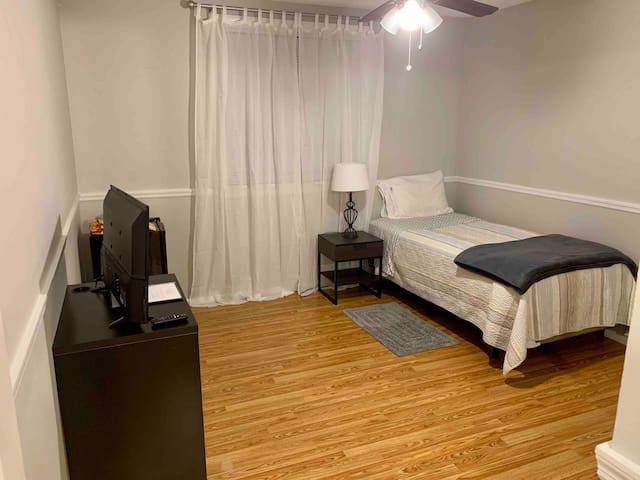 Comfortable room near Universal Studios !!
