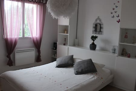 Jolie chambre spacieuse - Quimper - Bed & Breakfast
