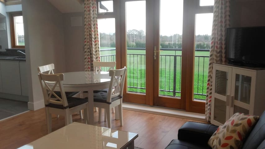 Malahide Apt, amazing location!! - 馬拉海德(Malahide) - 公寓