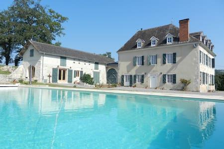 Chemin de Malendres, Manor House - Lasseube - Dom