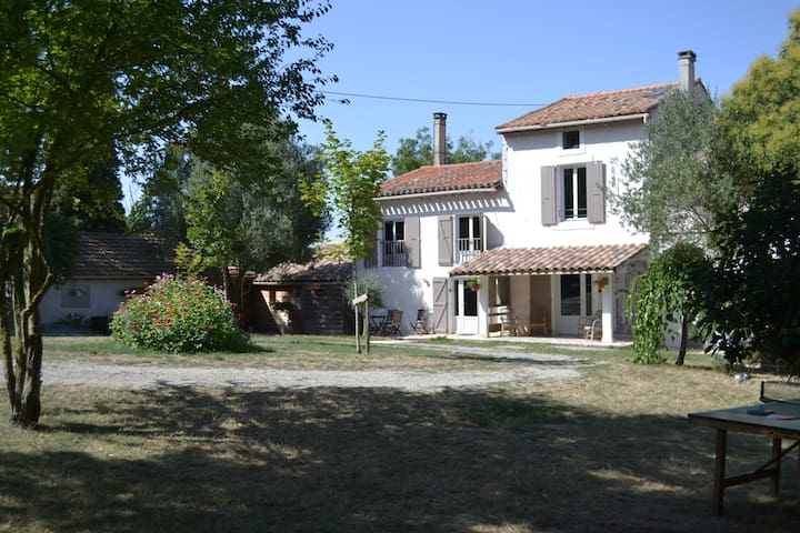 grand gite calme piscine terrasse carcassonne
