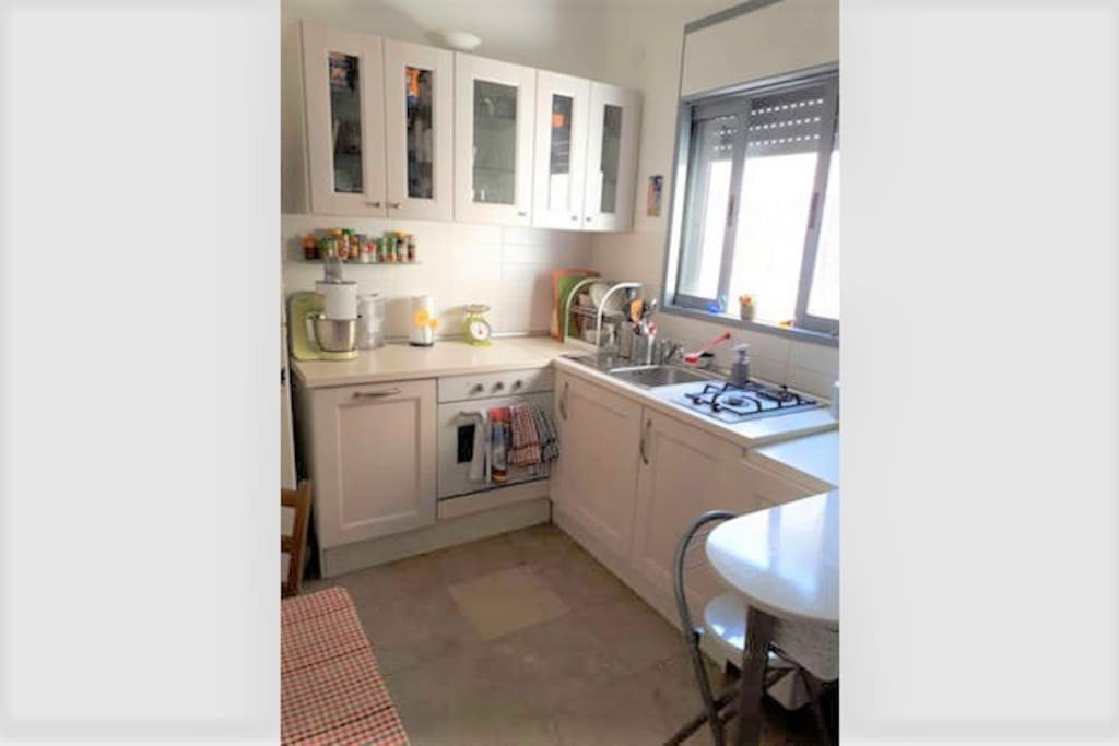 Fully equiped kitchen with oven