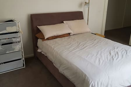 Big room +ensuite Melbourne suburbs - 莫尔文东 - 独立屋