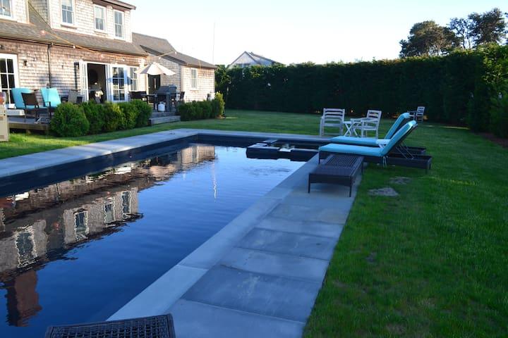 Surfside Sweetheart on Lovers Lane, pool & hot tub