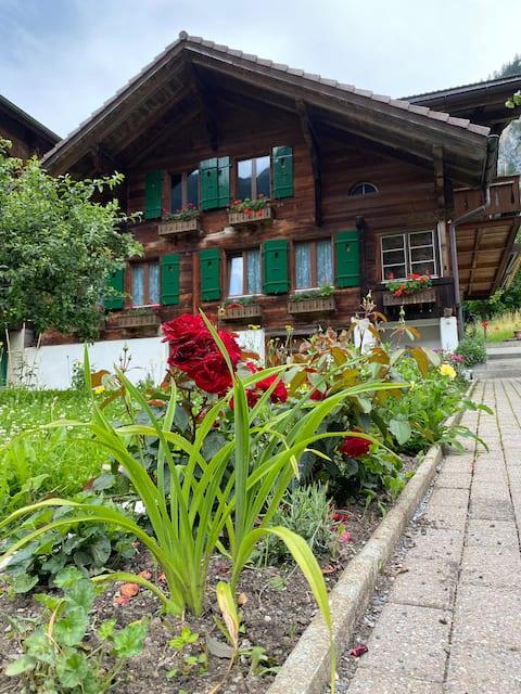 Encantador apartamento en un chalet típico suizo