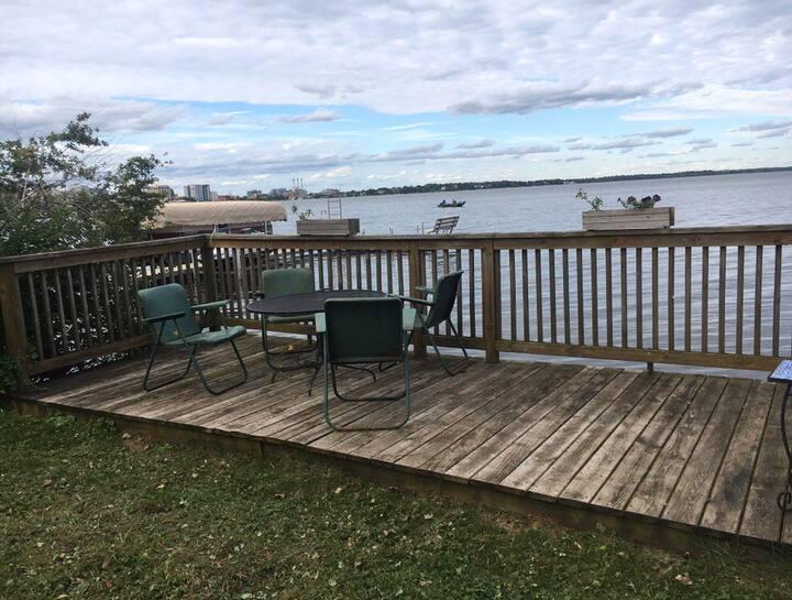 Lake Escape: Gateway to Monona