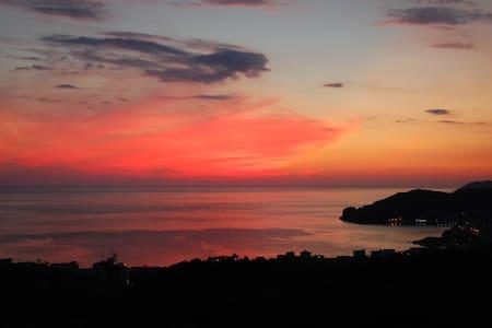 top view studio apt for two - Himarë - Inap sarapan