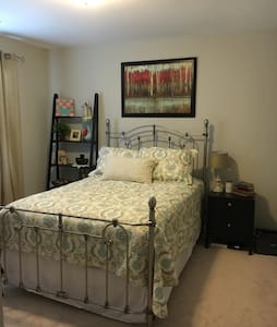 Cozy Room in North Charleston - North Charleston - Rumah