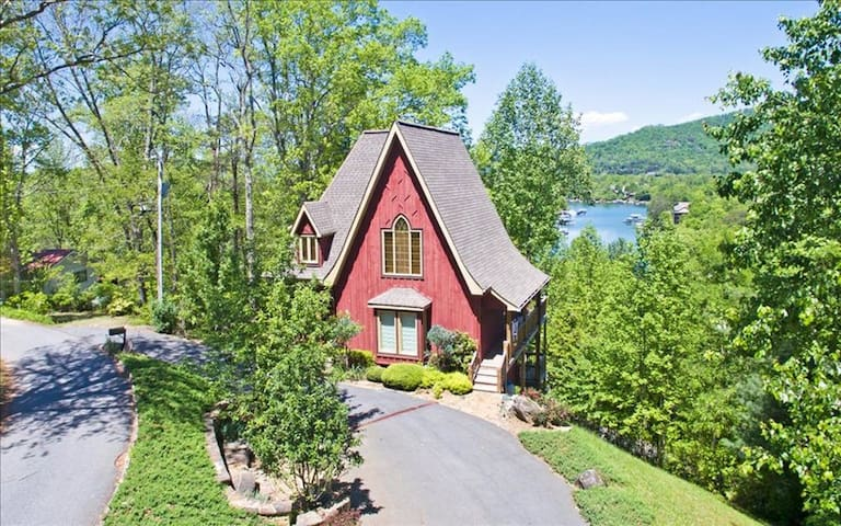 Fabulous Lake & Mountain Views Cabin