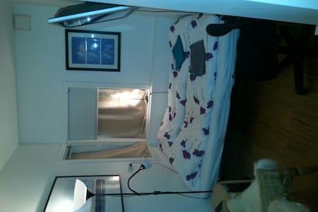 Small cozy room, city center, WIFI! - Oslo - Apartment