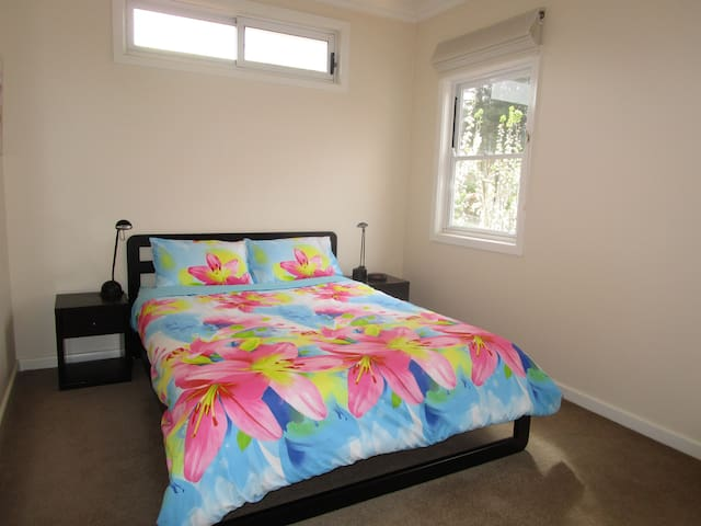 2 Bright Rooms own Bathrm nr train - Mitcham - Huis