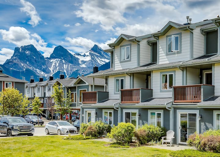 ✿Spacious 3BR condo in DT Canmore!✿