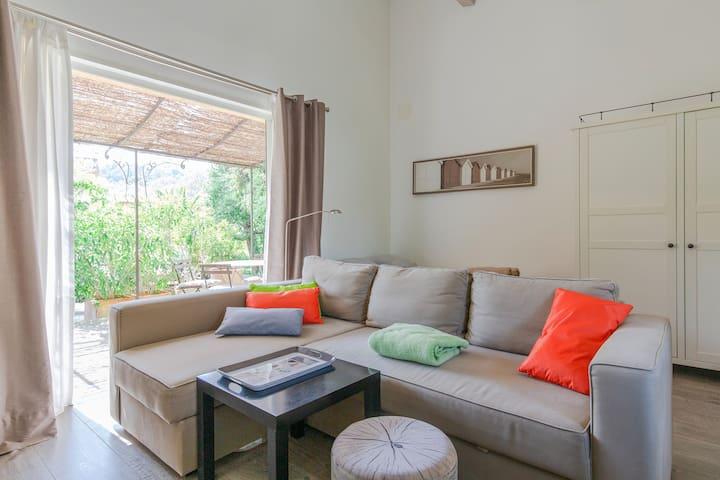 charmant studio de 35 m2 dans villa avec piscine